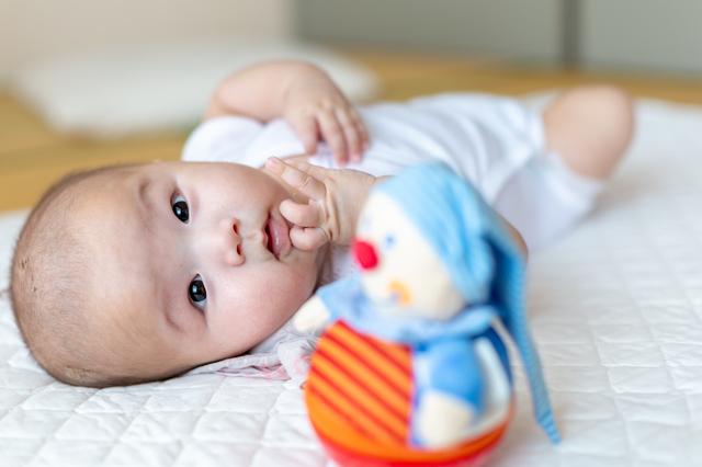 赤ちゃんの知育玩具はいつから?どんなものが人気?おすすめ知育玩具6選の画像2