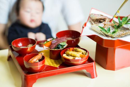 赤ちゃんのお食い初めはいつ、どこで、誰と行う?やり方や準備などを紹介のタイトル画像