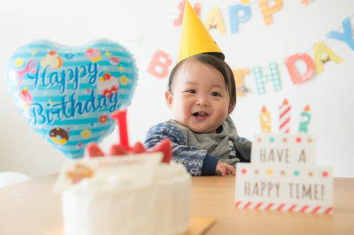 【2020年版!】1歳の誕生日!男の子、女の子におすすめのプレゼントは?のタイトル画像