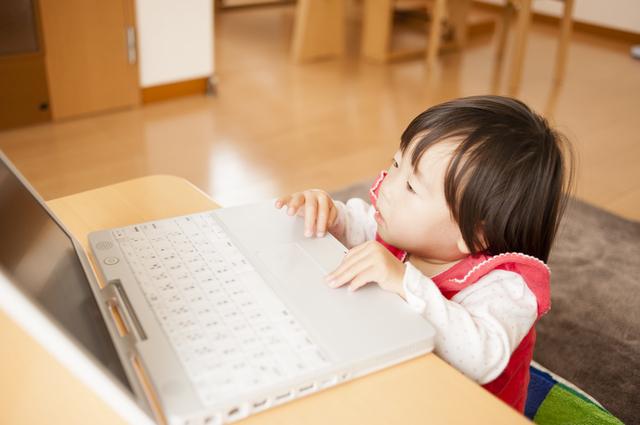 1歳児の発達とその特徴。言葉、からだ、友達とのかかわり方の変化についての画像4