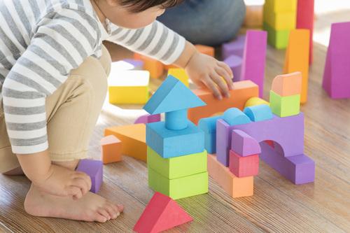 2歳の子どもに人気のおもちゃ8選!男女別に人気の商品もチェック!のタイトル画像