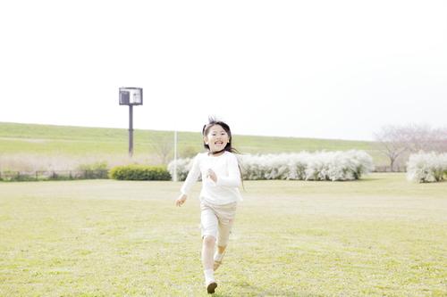 5歳児におすすめの外遊びは?みんなで楽しめるゲームや運動も紹介のタイトル画像