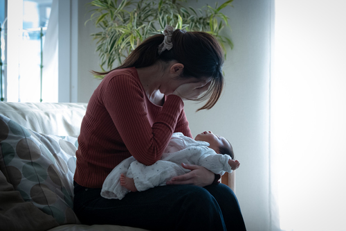 産後うつは誰にでも起こり得る。産後うつの兆候や対処法を知っておこうのタイトル画像