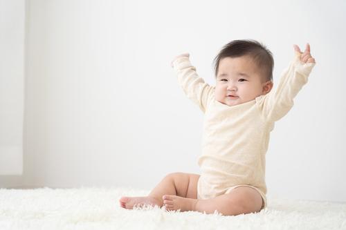 生後7ヶ月の赤ちゃんの成長と発育は?離乳食や寝かしつけのコツもチェックのタイトル画像
