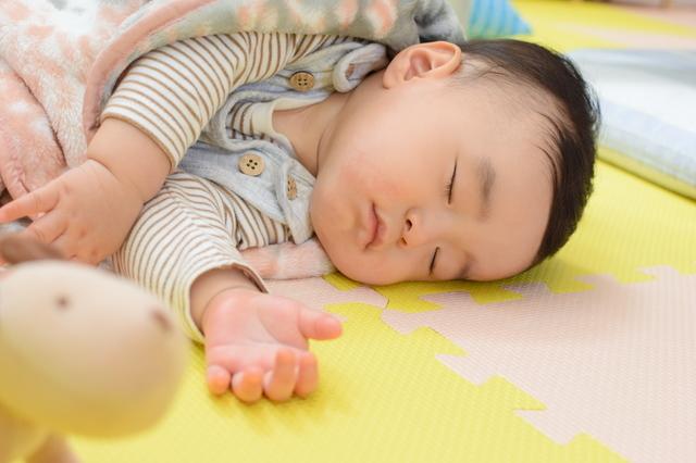 生後8ヵ月の発育発達、離乳食の進め方や寝かしつけ、遊びについてご紹介の画像3