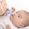 新生児の鼻づまりの対処法。鼻吸い器の種類や、病院を受診する目安についてのタイトル画像