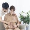 胎動が激しい。赤ちゃんへの影響は?胎動カウントやお腹が痛い時の対処法ものタイトル画像