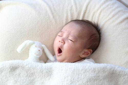 生後3ヶ月の成長や発育は?お世話や寝かしつけのポイント教えます!のタイトル画像