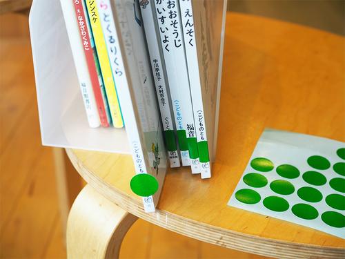 絵本も工作道具も、これでスッキリ!100円アイテムを使った収納術のタイトル画像