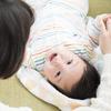 【医師監修】赤ちゃんの「首すわり」の時期は?早い、遅いなどの基準、注意点ものタイトル画像