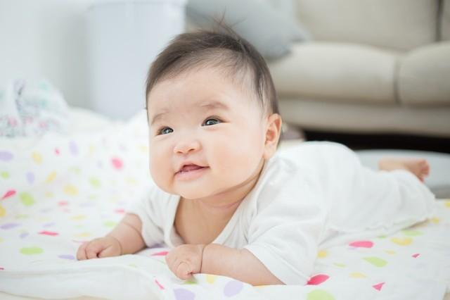 【医師監修】赤ちゃんの「首すわり」の時期は?早い、遅いなどの基準、注意点もの画像1
