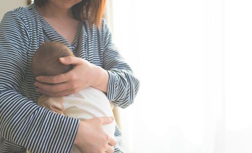 赤ちゃんの断乳はいつから?断乳のコツとおっぱいのケア方法を解説のタイトル画像