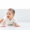 赤ちゃんのハイハイはいつから始まる?平均の時期や練習の方法など解説のタイトル画像