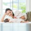 赤ちゃんの寝かしつけのコツは?便利グッズやアプリ、CD、本などをご紹介のタイトル画像