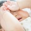 寝ぐずりはいつまで?赤ちゃんの寝ぐずりの原因と対処法をご紹介しますのタイトル画像