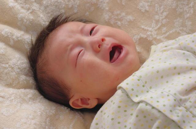 寝ぐずりはいつまで?赤ちゃんの寝ぐずりの原因と対処法をご紹介しますの画像1