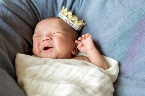 新生児の夜泣きはいつからいつまで?夜泣きが激しい時の原因と対処法を紹介のタイトル画像