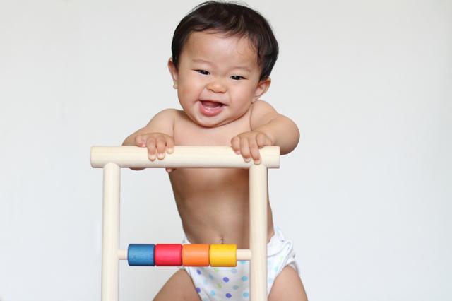 つかまり立ちはいつから始まる?安全対策や役立つおもちゃを5つご紹介!の画像4