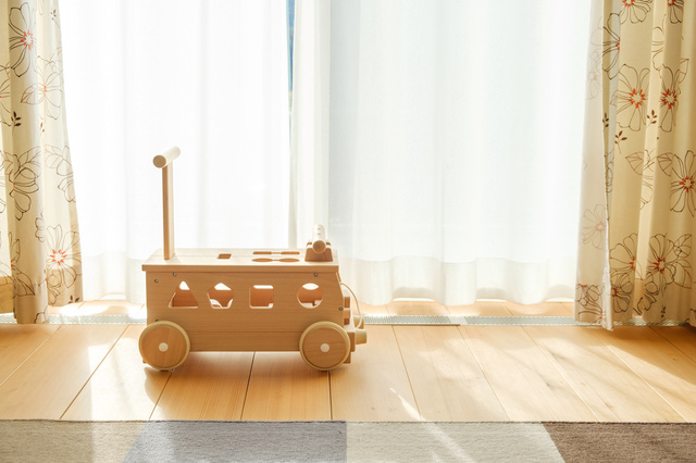 つかまり立ちはいつから始まる?安全対策や役立つおもちゃを5つご紹介!の画像5