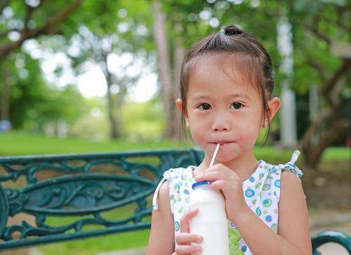 息子は、なんでこんなにも牛乳が好きなんだ。牛乳の消費スピードが光のよう。のタイトル画像