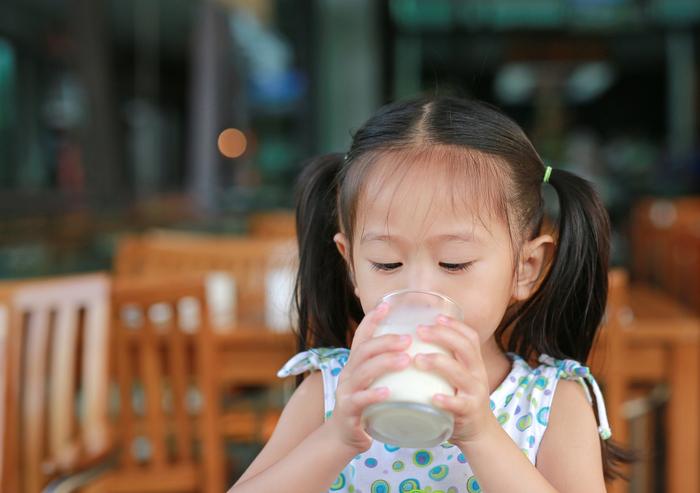 息子は、なんでこんなにも牛乳が好きなんだ。牛乳の消費スピードが光のよう。の画像4