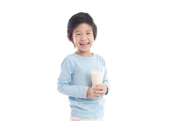 息子は、なんでこんなにも牛乳が好きなんだ。牛乳の消費スピードが光のよう。の画像1