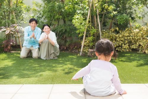 夜泣きがうるさいと言われ…。冷静に家計を見直し、手に入れた至福の家族時間のタイトル画像