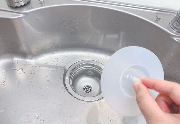 配管に水栓に…迷いがちなキッチンシンク掃除。簡単&ベストな方法はコレ!の画像1