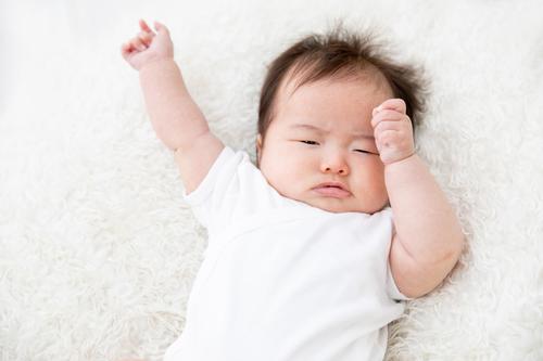 赤ちゃんが泣き止まない!原因や対処法、泣き止まない時に試したい方法は?のタイトル画像