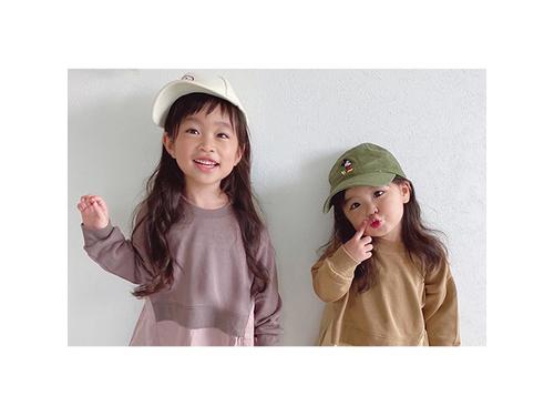 カラーや小物選びが大事!オシャレに決まる、兄弟&姉妹おそろいコーデ集♡のタイトル画像
