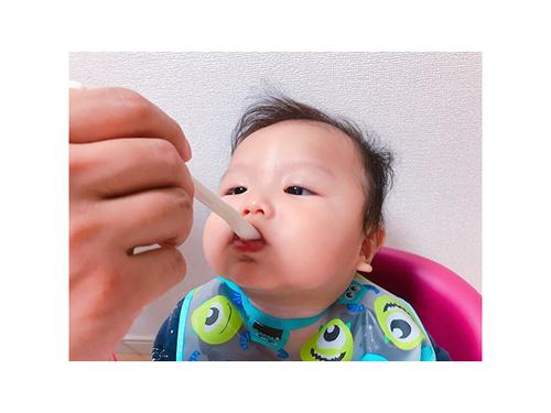 初めてのお粥に豆腐に…お味のほどは!?ドキドキの離乳食デビューの瞬間♡のタイトル画像