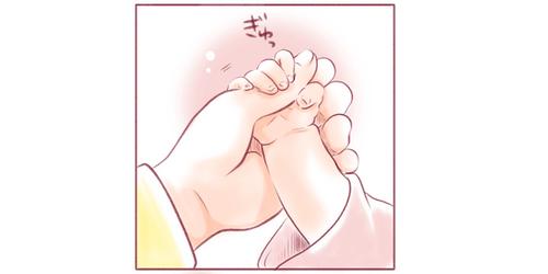 ちいさな姉妹の、ちいさな手と手。心がじーんとあたたまる瞬間のタイトル画像