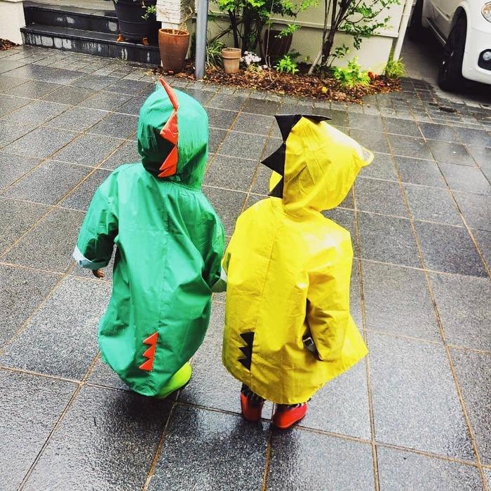 ご近所に恐竜やペンギンがあらわれる…!?雨の日限定!レインコーデ集の画像1