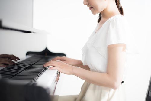 ピアノを弾いていたら「ママ良い曲、書くじゃん」まさかのオチとは?のタイトル画像