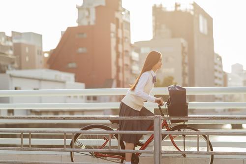 まるでジブリ?落とし物を届けてくれたのは自転車の少女でしたのタイトル画像