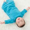 """ずっと見ていられる…。3ヶ月赤ちゃんの""""背ばい""""が金メダル級にかわいいのタイトル画像"""