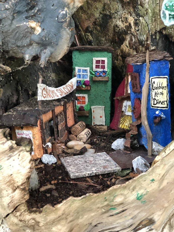 近所の木に小さなドアが増えていく。もしかして……?の画像5