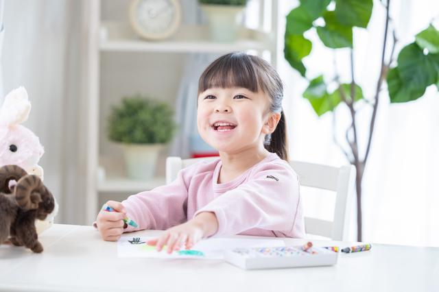 """娘が冷蔵庫のホワイトボードに描いた""""おばけのれきし""""の画像1"""