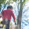 手の位置、それで合ってる?息子のお散歩スタイルにジワジワのタイトル画像