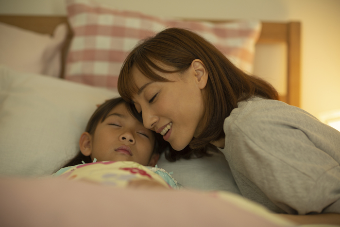 寝かしつけっていつまでやる?小3の長女を寝かしつけているお話。の画像1